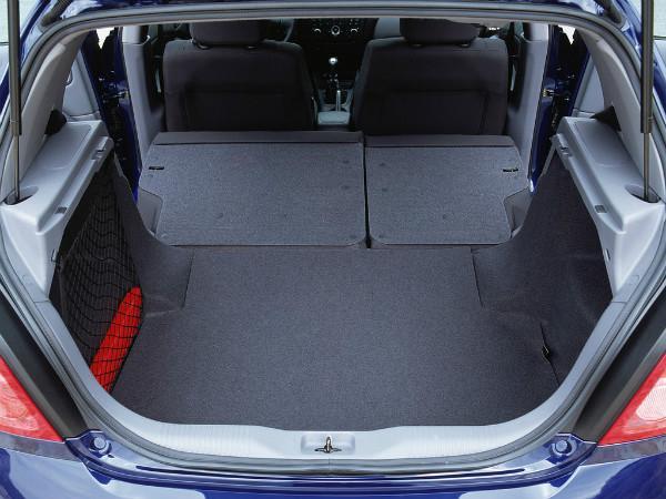 Nissan Almera N16 багажник 5-и дверного хэтчбека