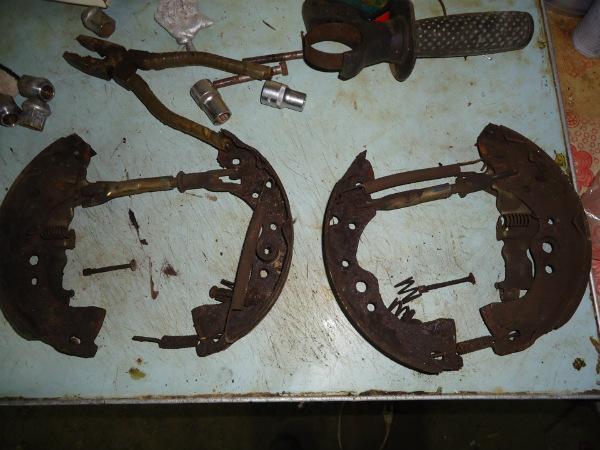 Барабанные тормозные колодки и пружины