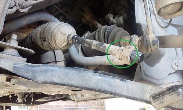 демонтаж контргайки с рулевой тяги