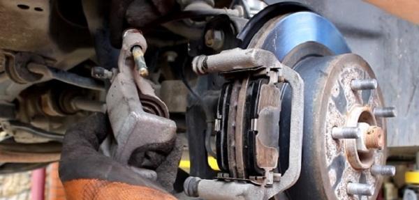 Замена задних тормозных колодок X-Trail t31