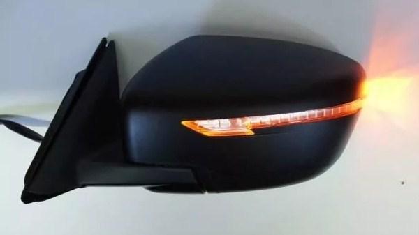 Повторитель поворотника на зеркале заднего вида Х-Трейл т32