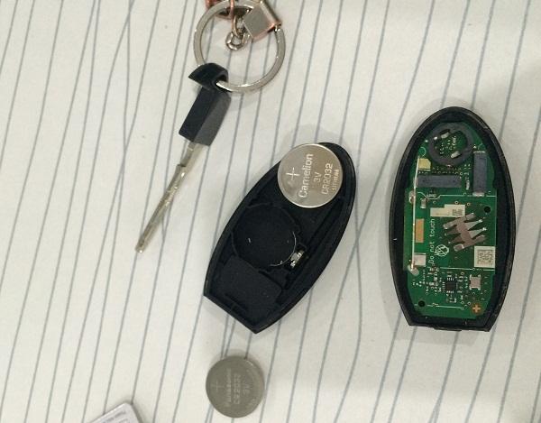 батарейка в ключ Х-Трейл