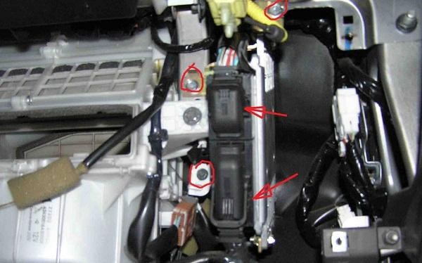 Снимаем мотор печки X-Trail t30
