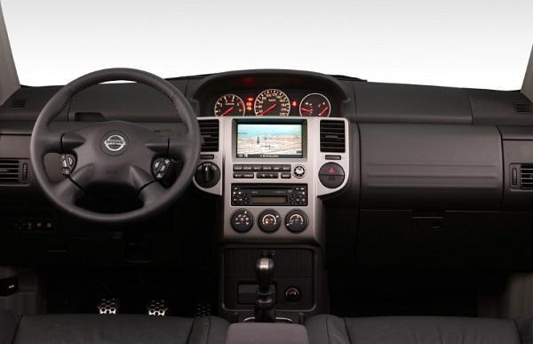 Приборная панель Nissan X-Trail первого поколения (T30)