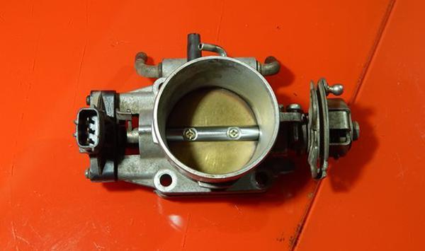 Дроссельная заслонка от двигателя SR20DE