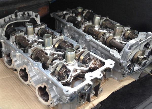 Две ГБЦ двигателя VQ30DE