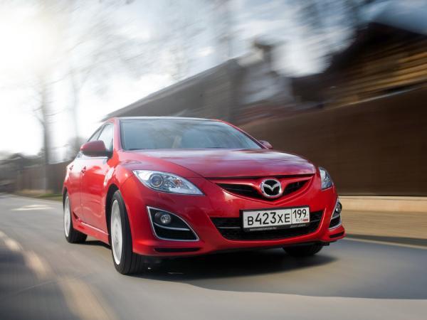 Красная Mazda 6 GH после рестайлинга